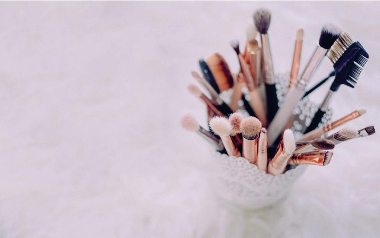 Pribor za šminkanje, manikir i pedikir